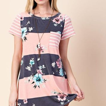 Coral Floral Colorblock Front Pocket Top in PLUS (1XL-3XL)