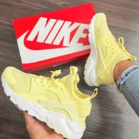 NIKE AIR HUARACHE Middle Tops Wallace 4 Generation Shoes Yellow B