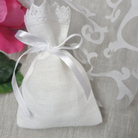 Linen favor bags. Lace favor bags. 20 Small gift bags. White linen bags