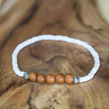 White shell bracelet with wood, Boho beach jewelry, Thank you gift for friend, White and brown bracelet, Minimalist wooden bracelet