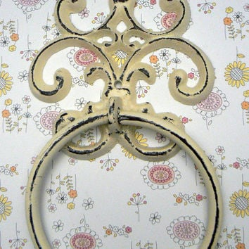 Fleur de lis Cast Iron Off White Cream FDL Wall Small Hand Towel Ring French Bathroom Kitchen Decor Paris Shabby Chic Cottage Distressed