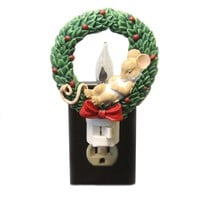 Charming Tails MOUSE IN WREATH FLICKER NIGHT LIGHT Polyresin 120 V 131121