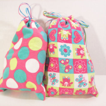 4 Fabric Gift Bags / Goody Bags in Girly Hearts and Flowers Print, 7 1/2 x 10 inches, Reusable, Eco Friendly, Go Green for Christmas