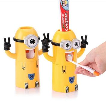 In Stocked Minion toothpaste dispenser bathroom accessories automatic toothpaste dispenser Kids Plastic Bathroom Set with Cup