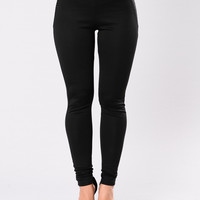 Too Fly To Be On Standby Pants - Black