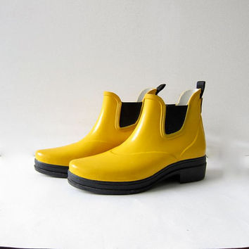 90s yellow rubber rain boots. Ariat chelsea rain shoes. womens size 8