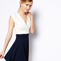 ASOS Skater Dress in Contrast Crepe - Cream/navy