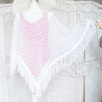 Vintage white triangle crochet cozy poncho with fringes. Lace, Knited shawl, top . Boho, bohemian / gypsy / hippie. Winter warmer. free size