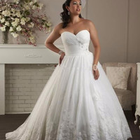 28w dress Plus size Wedding Dress with Sweetheart Lace Appliques for Elegant Wed