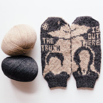 X-Files The Truth Is Out There Knit Mittens