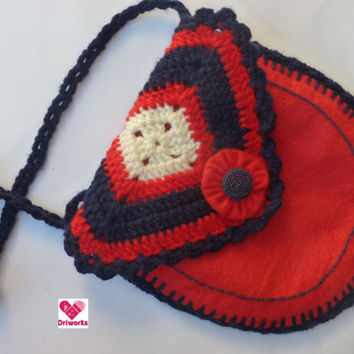 Girls crossbody bag in Red Felt and crochet /  Girls Bag or Purse Red and dark blue / Girls shoulder bag crochet