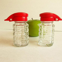 Retro diner style vintage red hinged top salt and pepper shakers set, CRC Products, Retro farmhouse kitchen