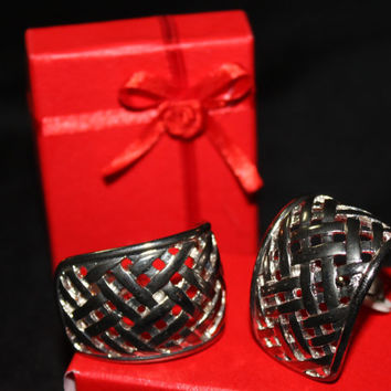 lot of 2 earrings basket weave clip on stud silver and gold tone fancy large huge preppy girly