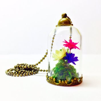 Terrarium Pendant, Flower Terrarium, Terrarium Necklace, Glass Dome Jewelry, Small Dried Flowers, Nature Inspired Jewelry, Woodland Style