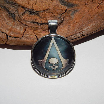 Assassin Creed Black Flag logo pendant necklace keychain, Assassin Creed jewelry, Skull necklace, Skull pendant, Assassin Creed simbol patch