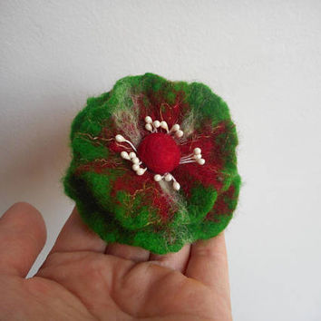 Flower brooch,Green Red Felt Flower brooch,felt Chrismas flower,red pins,Chrismas jewelry,poppies,felted flower,felt wool  flax,gift for her