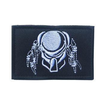 Cool Embroidered Patch Predator Queen Mask Morale Patch Tactical Emblem Badges Embroidery Patches For Jackets Jeans Backpack CapAT_93_12