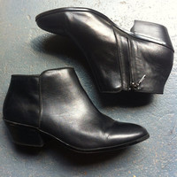 90s Moto Chelsea Black Leather Ankle Boots // SZ 9.5 M
