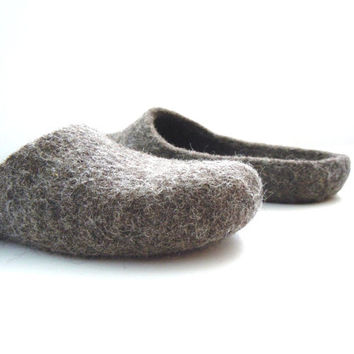 Eco friendly handmade felted low back men slippers in natural grey color.