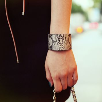 Simple and stylish suede leopard Bracelet,a perfect gift !