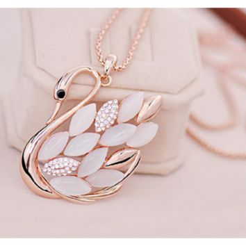 Fashion Charming Gold Plated Rhinestone Opal Swan Pendant Chain Necklace