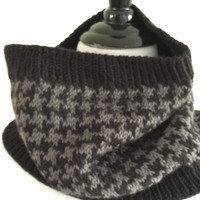 Hand knit black and gray wool  houndstooth cowl. Hand knit cowl.