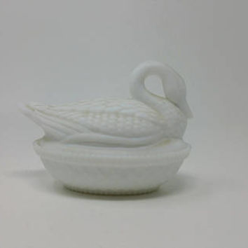 Vintage Milk Glass Swan Powder Box Westmoreland