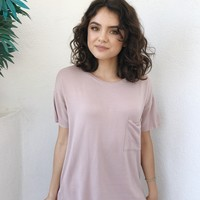 RUSA FLEECE POCKET TEE- MAUVE