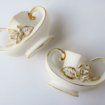 Vintage Candle Holders Lefton? Aladdin's Magic Genie Lamp Set of Two Marked 687 White With Gold Accents And Roses Wedding Table Decoration