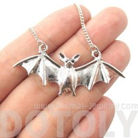3D Realistic Bat Spread Wings Animal Shaped Pendant Necklace in Silver