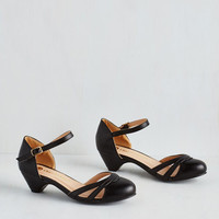 Vintage Inspired Fashion School Sweetheart Heel in Noir