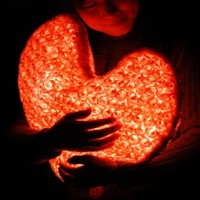 d°light UrHeart (pink):: a heart shaped huggable LED light. Perfect gift for your love!