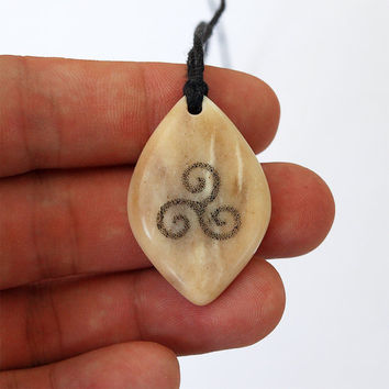 Triskele pendant, Triskele jewelry, Triskelion necklace,Antler jewelry, Elk antler,Celtic necklace, Teen wolf,  Teen wolf jewelry, Scrimshaw