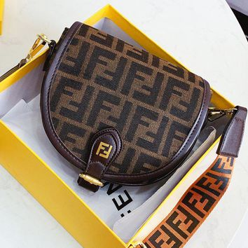 FENDI sells vintage ladies' casual woven printed saddle bags with cross saddles