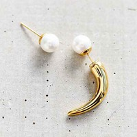 Amber Sceats Hooked Pearl Earring