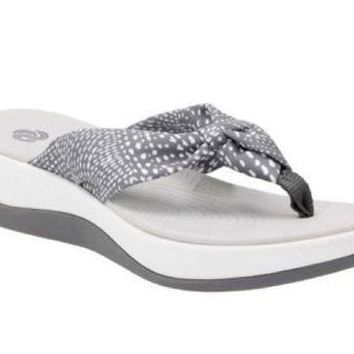 ICIKAB3 Clarks Cloudsteppers Aria Glison Grey w/ White Dots Fabric Sandals