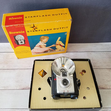 Vintage Starflash Brownie Hawkeye camera with Box/ Vintage Camera/ Gift for Photographer/ Kodak/ Antique Camera/ Starflash Brownie Camera