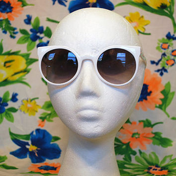 NEW - White Round Cateye Sunglasses 90s Keyhole Vintage Glasses - Winnie