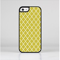 The Gold & White Seamless Morocan Pattern Skin-Sert Case for the Apple iPhone 5c