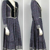 xVintage 70s Gunne Sax Navy Calico Floral Dress, Prairie Dress, Midi Dress, Victorian Dress, Lace Up Dress, Tea Length Dress, Bohemian Dress