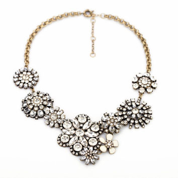 Clear Rhinestone Snow Flower Crystal Resin Statement Fashion Necklace