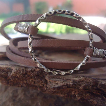 TWISTED RING & Suede wrap bracelet  (540b)