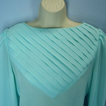 Vintage 80s Blouse / Pale Aqua Green Blouse / Chevron Pleated Top