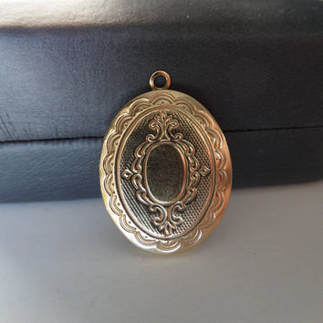 Vintage Locket Pendant 12K Gold Filled Oval Photo Keepsake