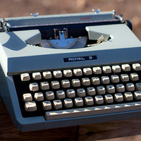 Royal Signet Typewriter // Glacier Blue // Portable // With Case // CLEARANCE