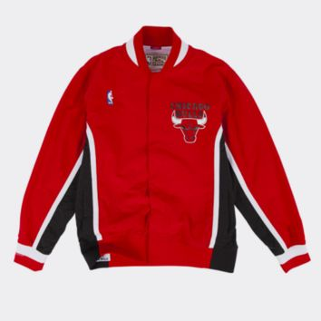 Mitchell & Ness Chicago Bulls Warm Up Jacket in Red