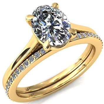 Lizzy Oval Moissanite 4-Claw Prong Engagement Ring