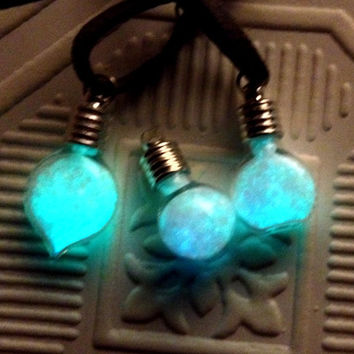 Glow in the Dark Lightbulb Pendant Fairy Dust Necklace
