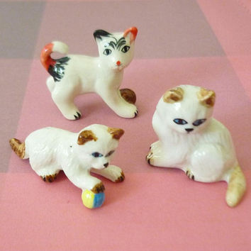 White cat figurine set 3 kitten statue mini ceramic decor -Doll house Miniature animal figurines -collectible
