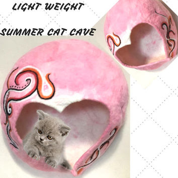 HEART CAT CAVE, Cat Bed/Felted Cave/ Merino Wool Cat Bed/Cat Hideaway/ Cat Nest/ Cat Cocoon/Cat Decor! Free Local Shipping.